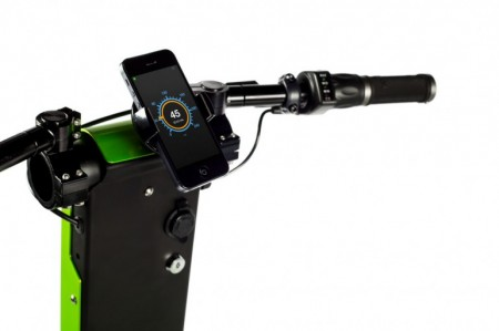 смартфон на скутере