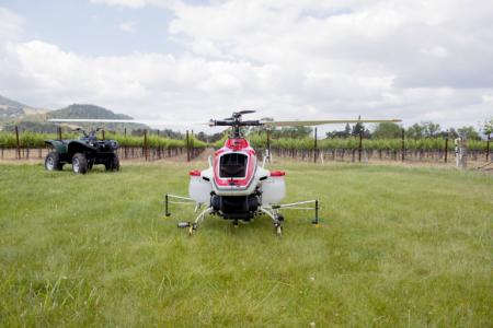 вертолет-распылитель RMAX