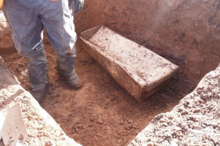гроб с останками ребенка