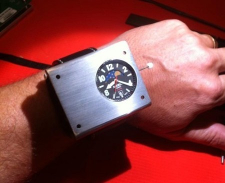 Наручные атомные часы