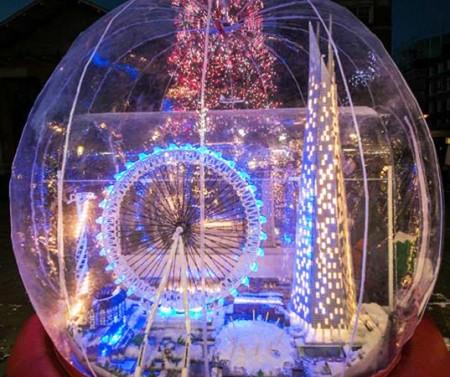 Снежный шар из ЛЕГО.
