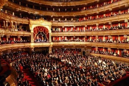 medvedev_oproverg_sluhi_o_zapredelnyh_tsenah_biletov_v_bolshoy_teatr_thumb_fed_photo