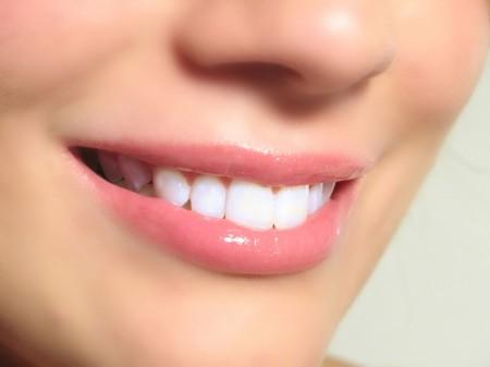 zubi-zub-ulibka-zdorovie-zubi-zubi-ulibka-belie-zubi-zubi-cheloveka-chistit-zubi-28243276281