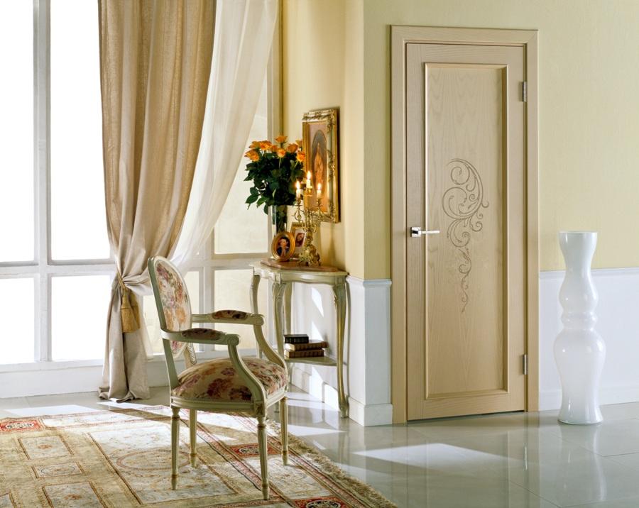 Классические светлые двери в интерьере фото
