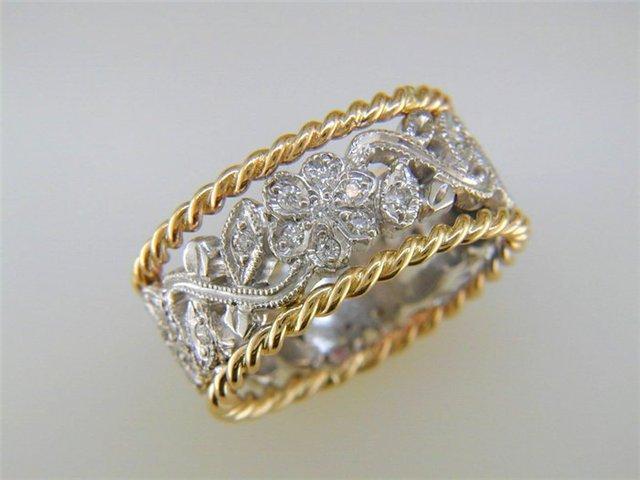 Цена на обручальные кольца является не менее важным критерием при их выборе.  Так, согласно западным критериям, следует выбирать девушке обручальное  кольцо, ... fd27d3a98a7