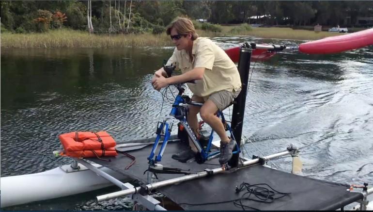 три больших устройство водного велосипеда с гребным колесом пенсионерам четыре