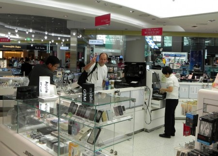 seoul-airport-electronic-shop