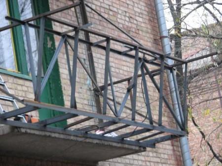 balkon-s-vynosom-4