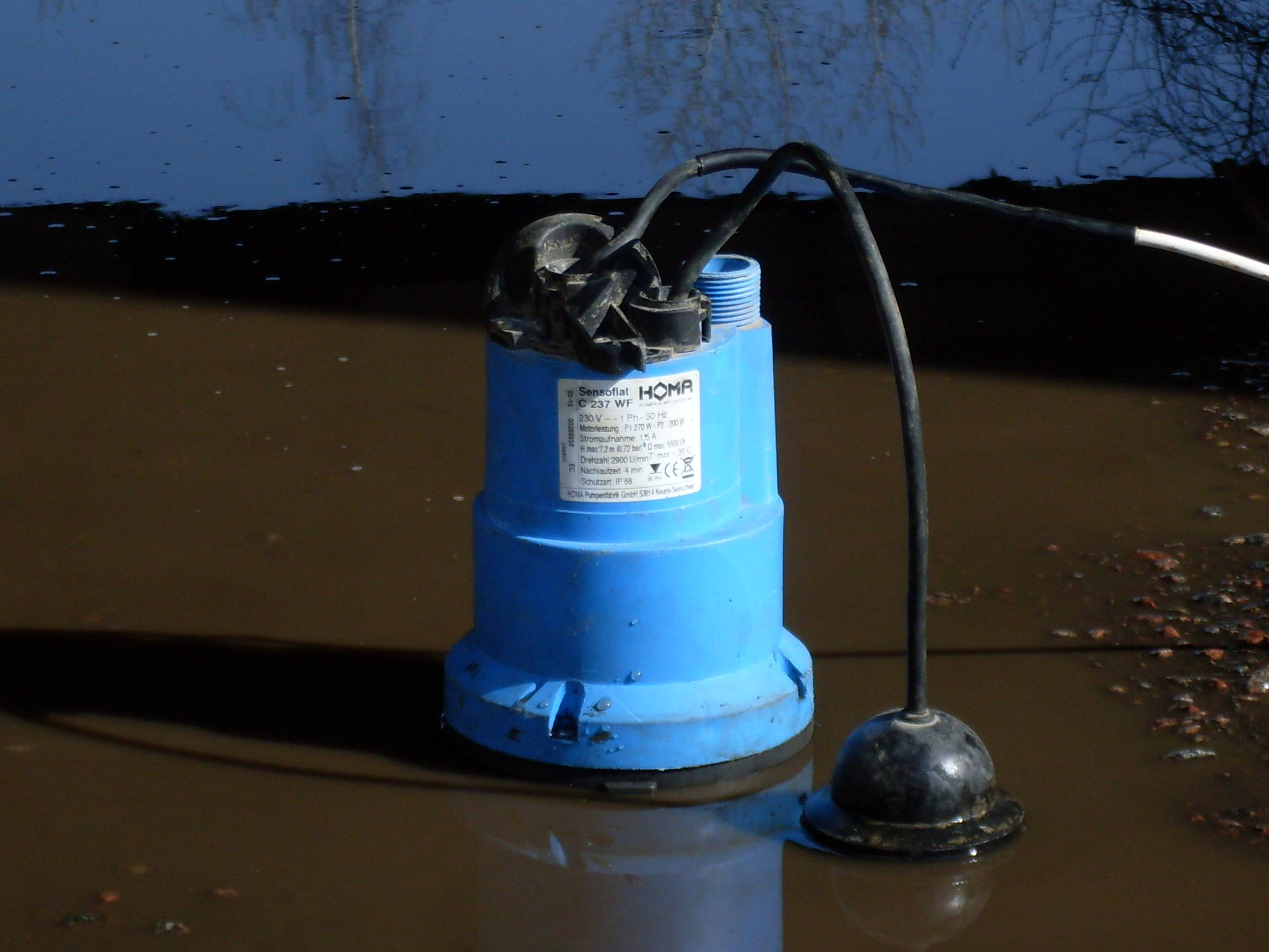 Водяная помпа своими руками для откачки воды