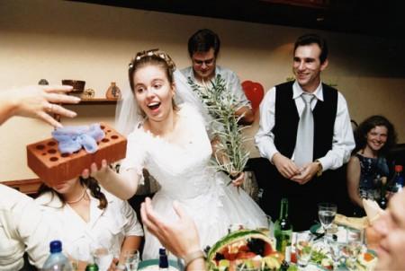 chto-podarit-na-svadbu-molodojenam