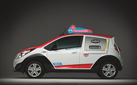 dominos-delivery-expert-pizza-delivery-vehicle-4