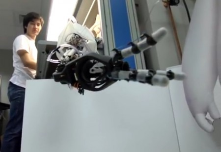optical-sensor-robot-hand-4