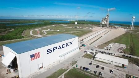 Астронавтов будут доставлять на мкс коммерческие перевозчики