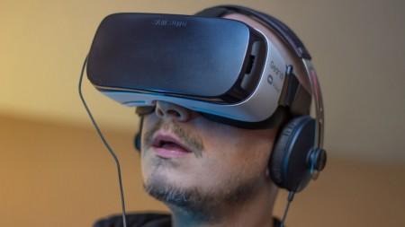 Samsung запустил серийное производство очков виртуальной реальности