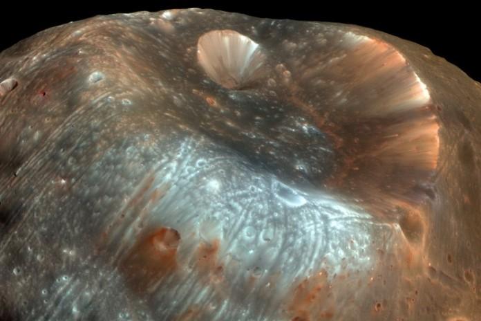 Ученые прогнозируют скорый взрыв Фобоса