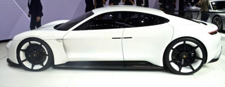 Porsche представил новый спортивный электро-кар