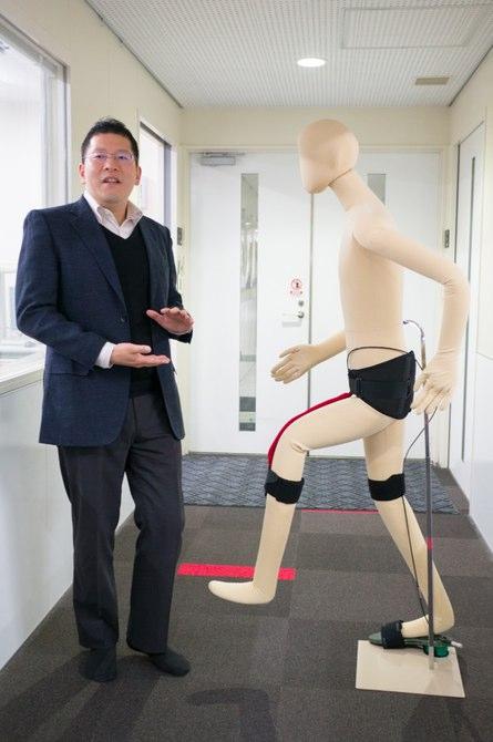 В Японии создали вспомогательный экзоскелет для общего использования