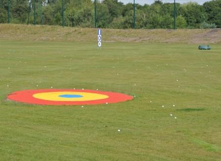 Вышел робот для сбора мячей после игры в гольф
