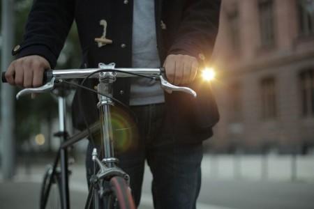 Представлена компактная и стильная фара для велосипеда