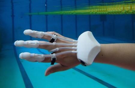 Разработана перчатка осуществляющая поиск предметов в воде