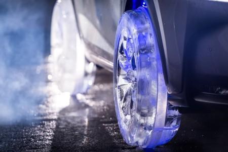 Lexus представил новую модель NX с шинами из льда