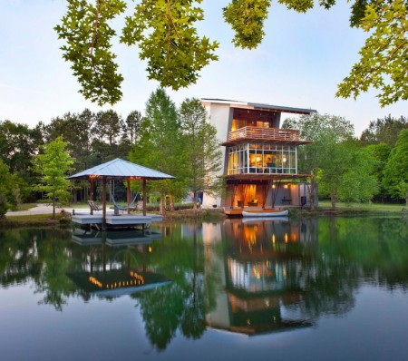 """Построен """"дом у пруда"""" способный обеспечивать себя электроэнергией"""