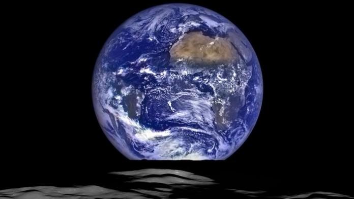 NASA показало восход Земли с Луны