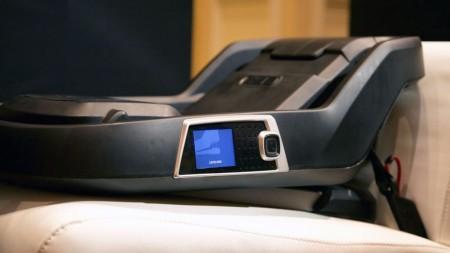 4momsвыпускает роботизированное автокресло