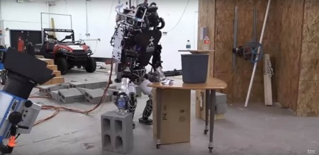 Разработан самообучающийся робот-уборщик