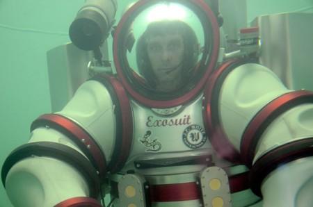 Создан экзоскелет для спуска на 305 метров под воду