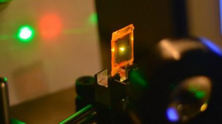 """Создан """"резиновый"""" лазерный материал"""