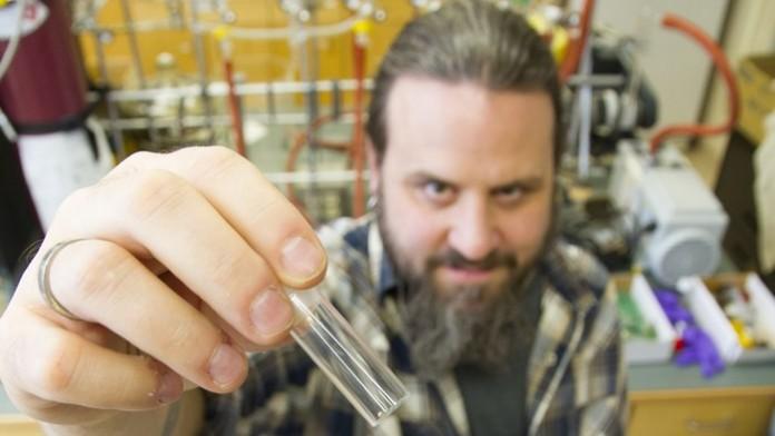 Ученые научились добывать золото уксусом