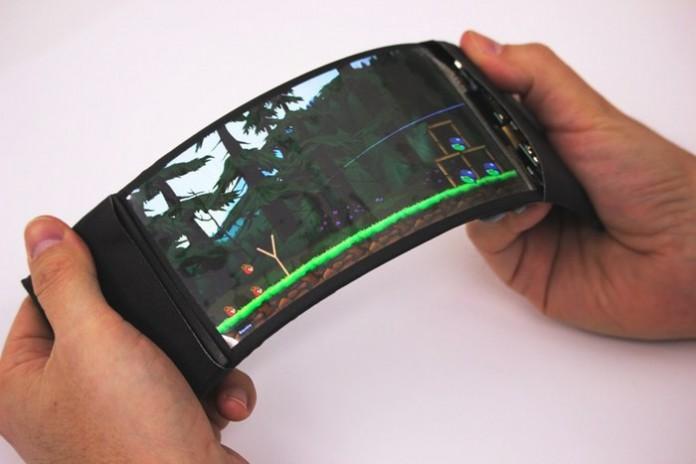 Создан самый гибкий смартфон