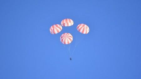 SpaceX успешно завершил тест по возврату космических путешественников
