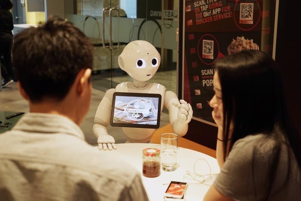В Азии появился первый робот-официант