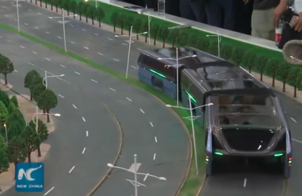 Летом в Китае появится автобус проезжающий над машинами