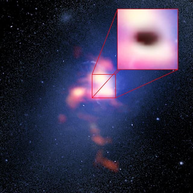 Ученые застали Черную дыру за приманиванием облаков газа