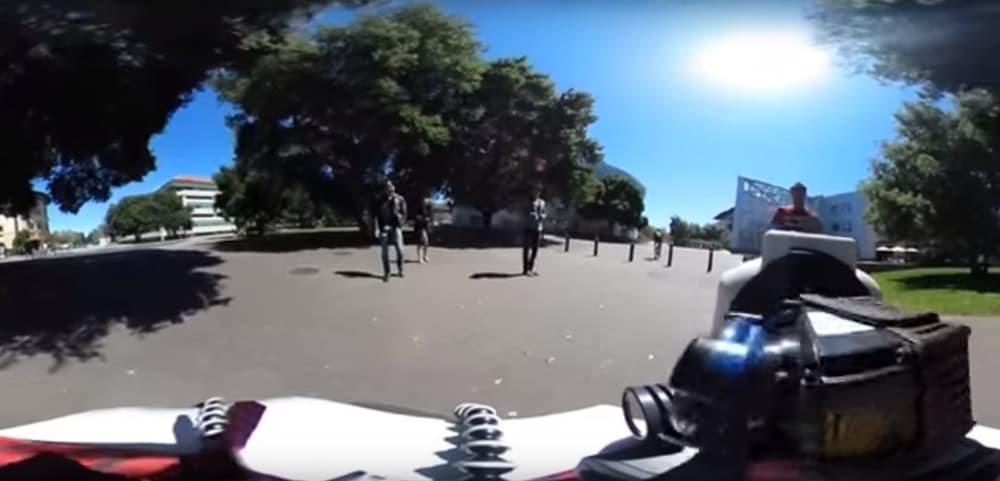 Выпущен на улицы робот копирующий поведение людей