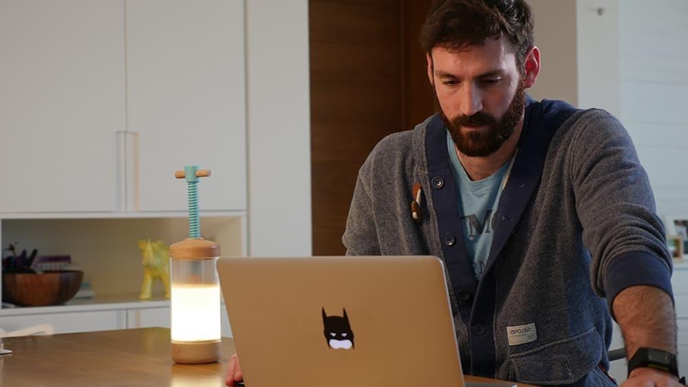 На Kickstarter представили удивительный настольный светильник