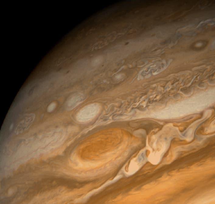 Астрономы объяснили высокую температуру атмосферы Юпитера