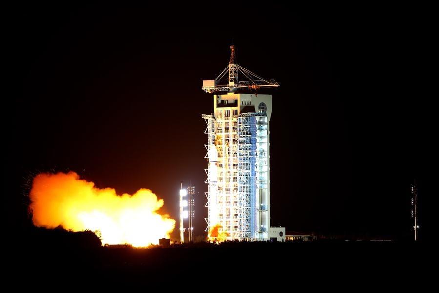 Китай вывел на орбиту спутник квантовой связи