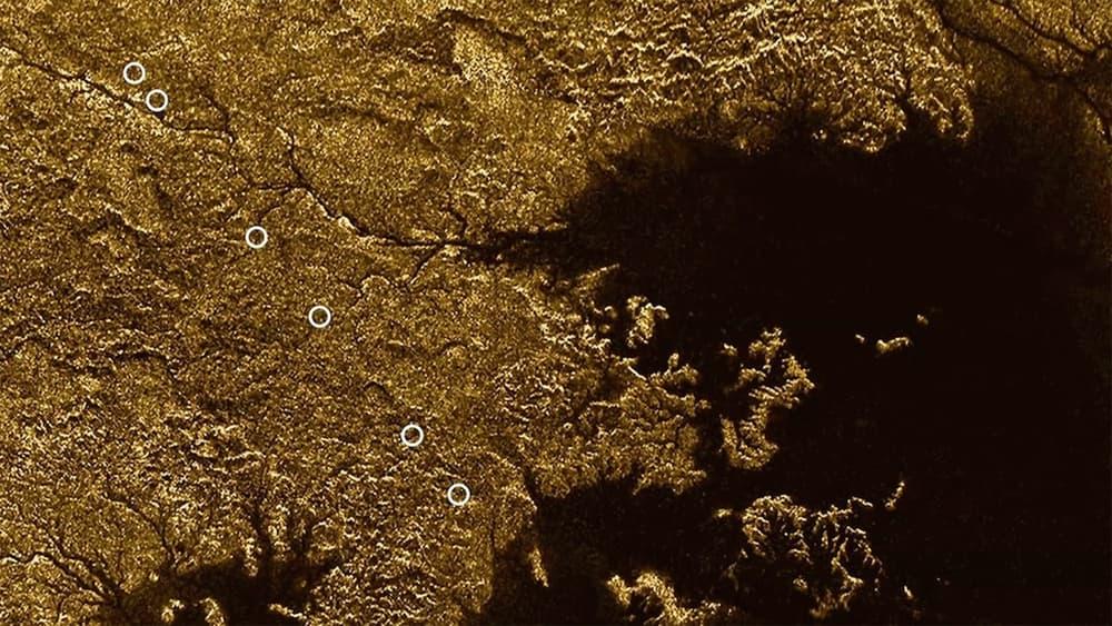 Космический аппарат Cassini отыскал каньоны наспутнике Сатурна