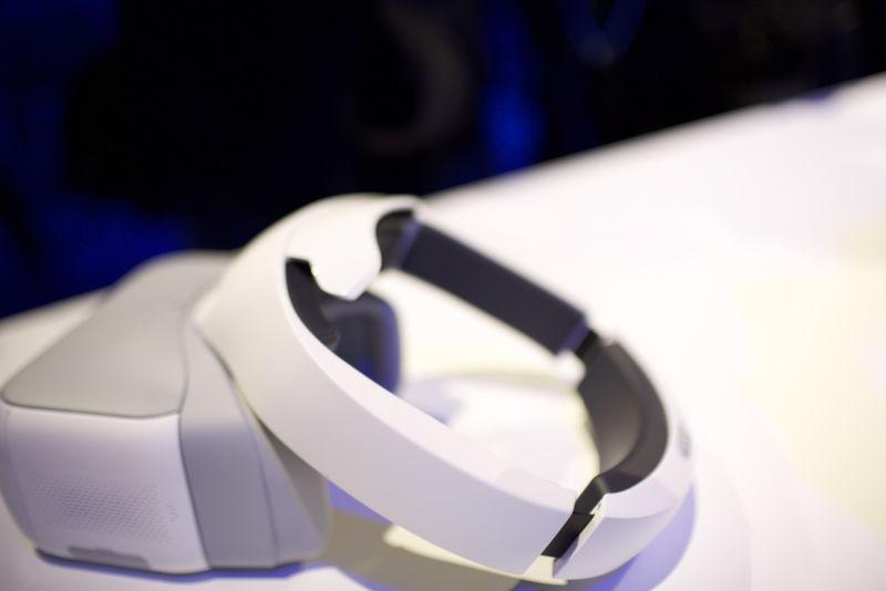 DJI создали очки для просмотра видео полета дрона