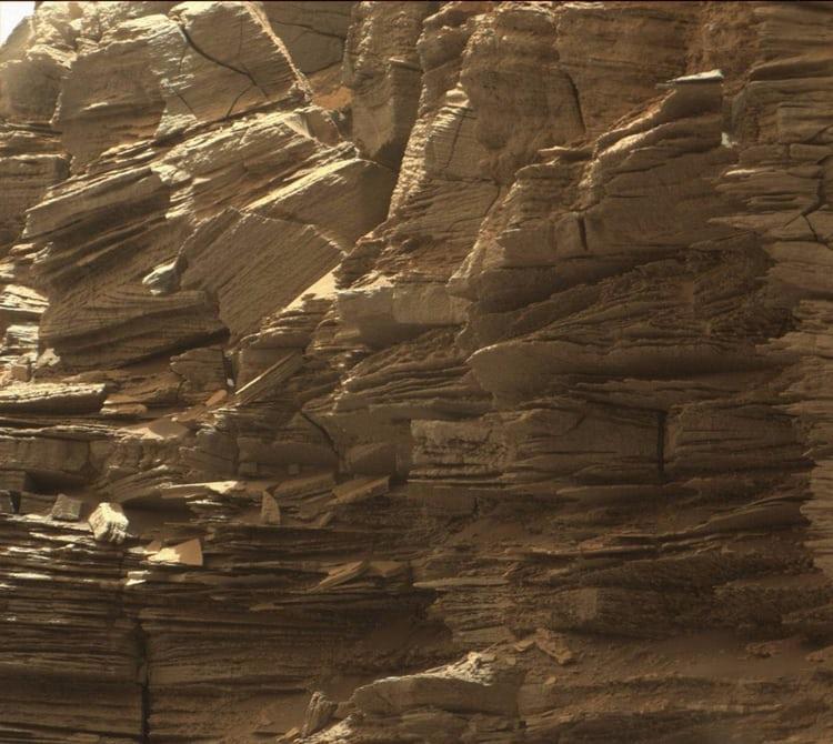 Марсоход Curiosity прислал новые фото