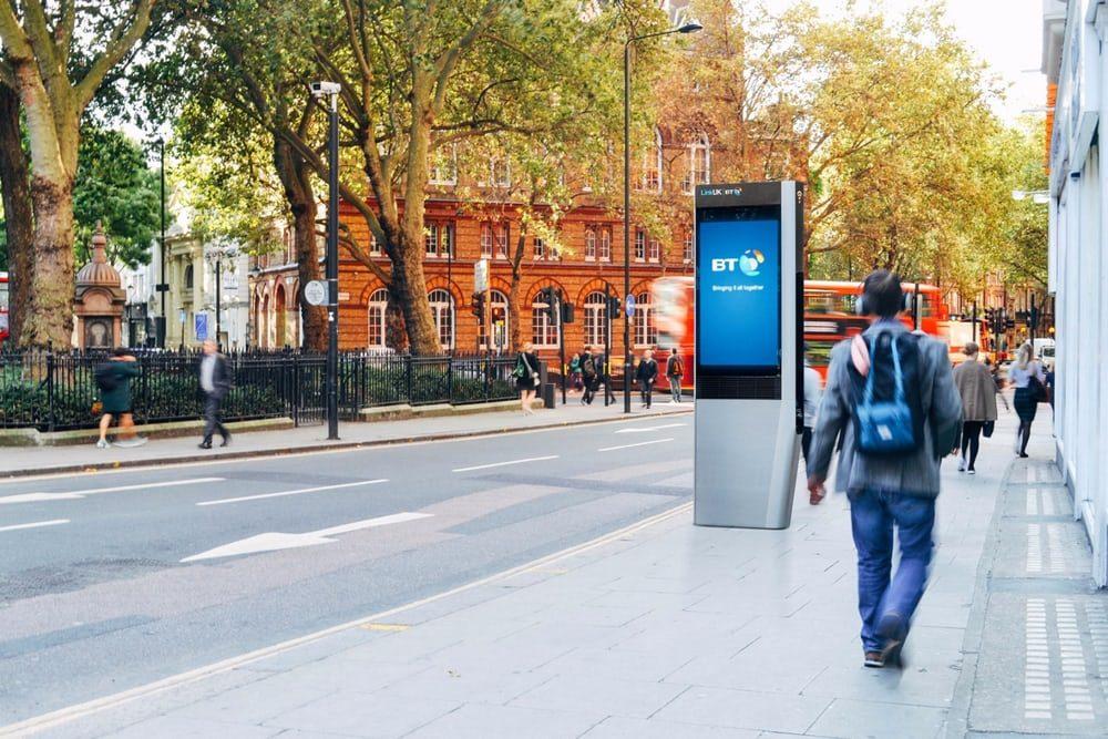 В Великобритании красные будки сменятся инновационным аналогом