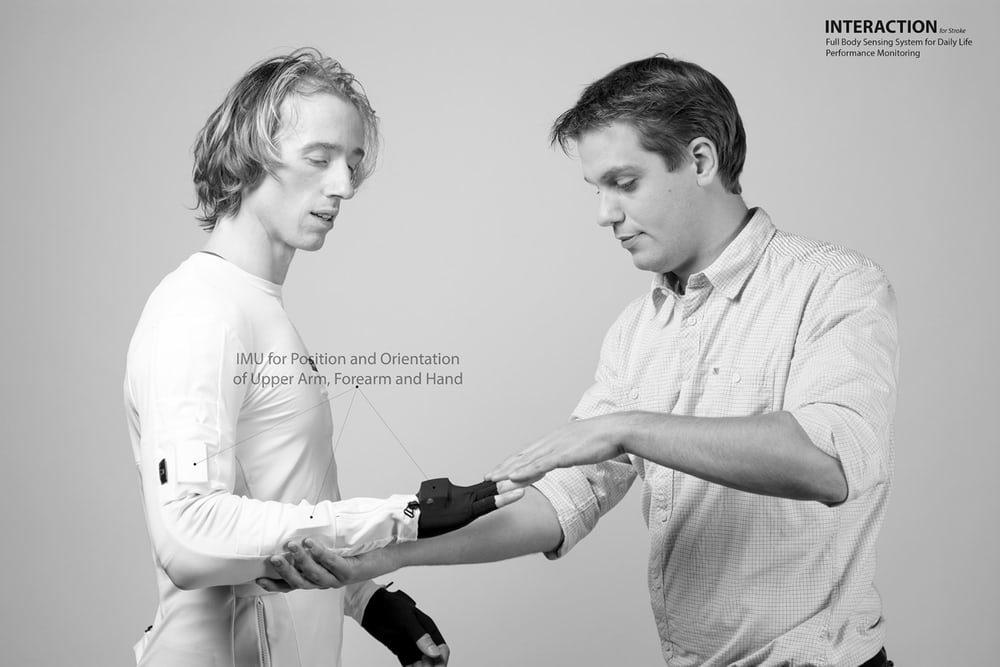 В Голландии разработали специальный костюм для перенесших инсульт