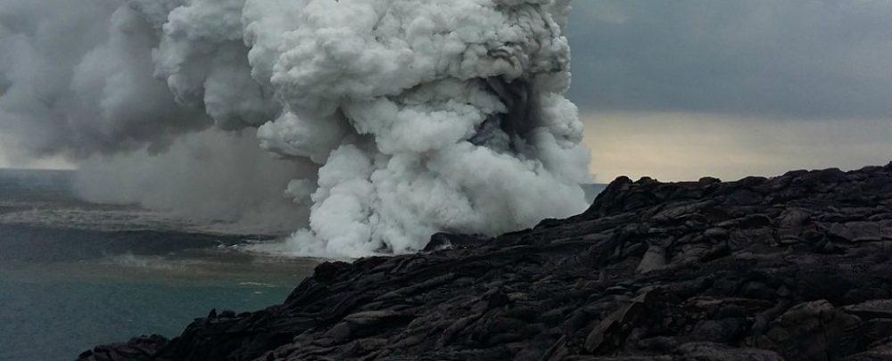 На Гавайях часть острова рухнула в океан