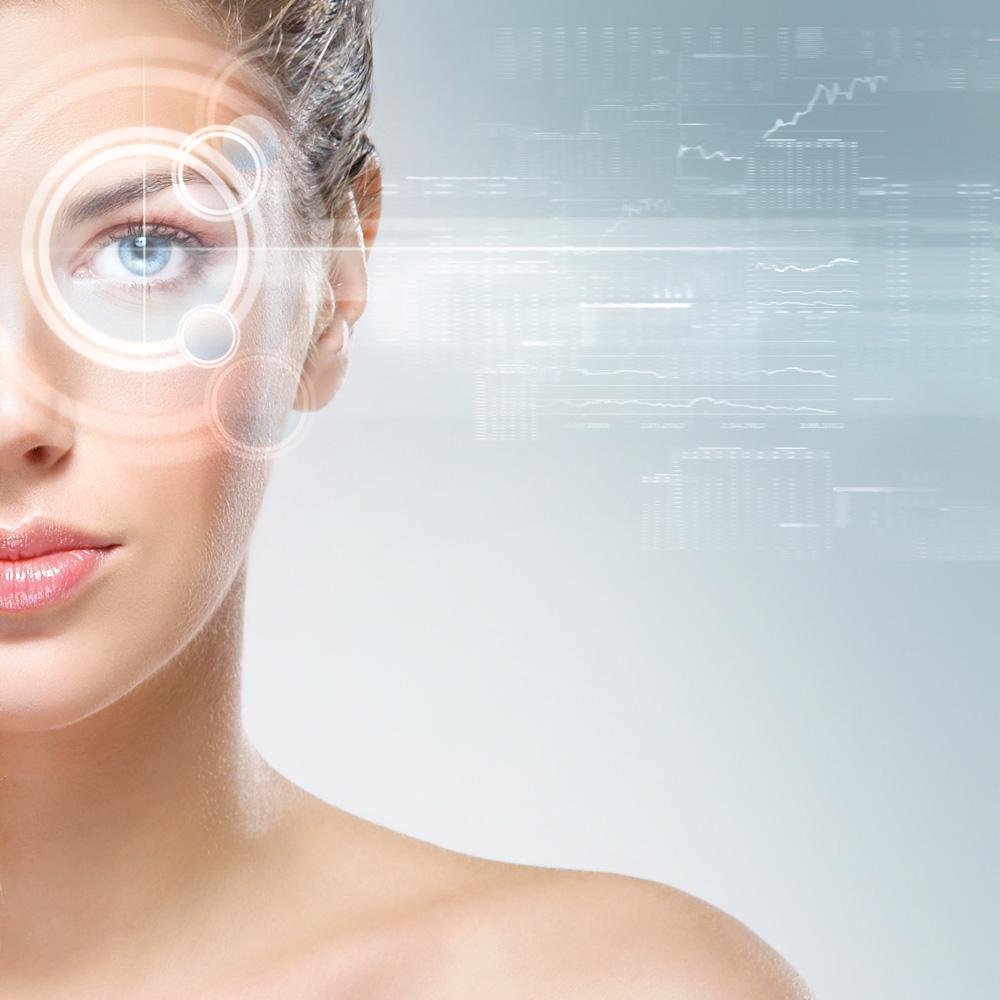 Ученые рассказали, что впроцессе моргания мозг переставляет глазные яблоки