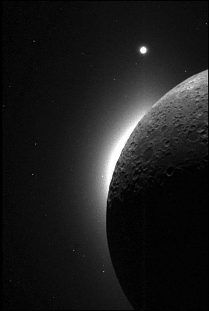 Ученые объяснили появление пылевых облаков на Луне