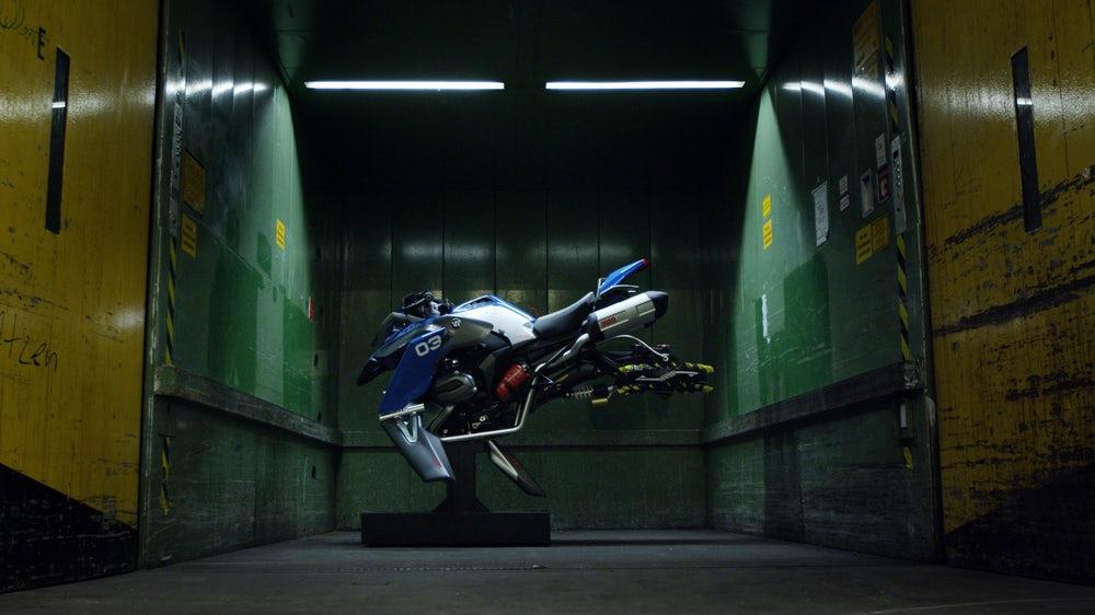 БМВ вместе с Lego создали концептуальный автомобиль летающего легенда